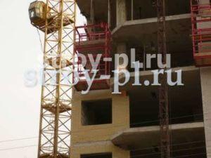 Навесная площадка для работ на фасаде монолитного дома