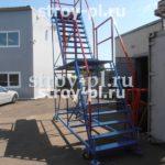 Лестница подкатная (передвижная) на колесах для склада (магазина)
