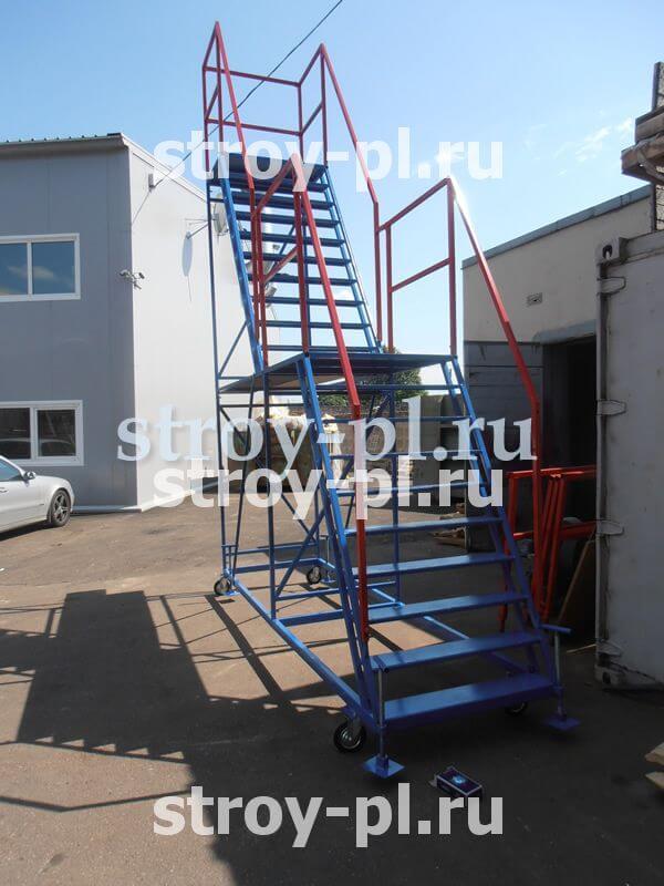 Лестница на колесах с двумя площадками для склада