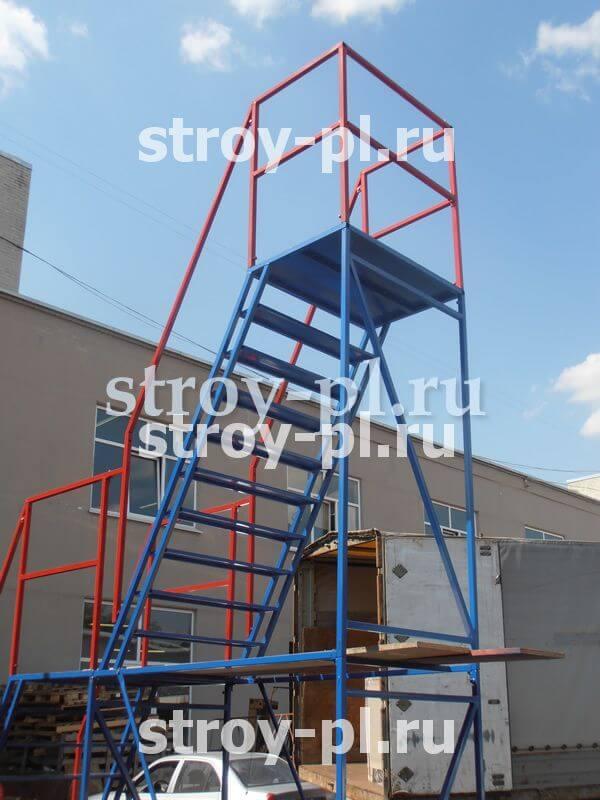 лестница на колесах стальная с ограждением