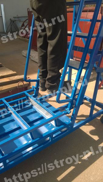 финишная сборка лестницы-площадки обслуживания