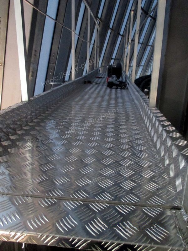 галерея алюминиевая с лестницами